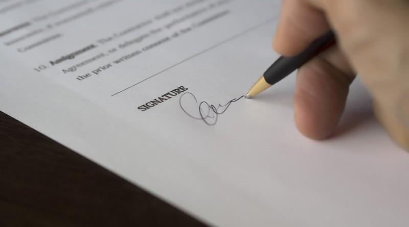 szerződés aláírás cikk kép